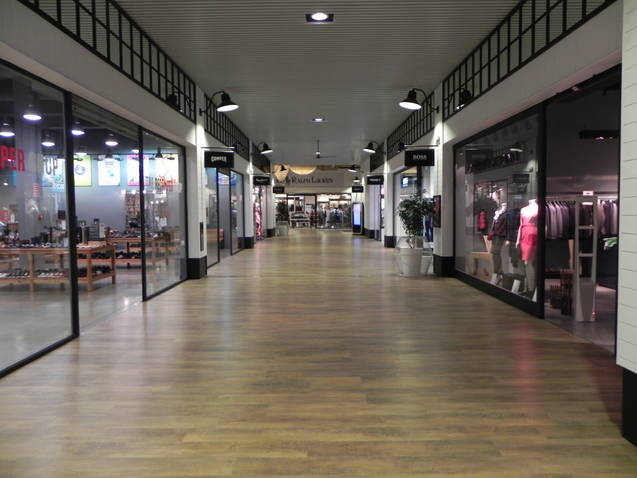 Luque personal shoppersevilla the style outlets luque for Designer stuhle outlet